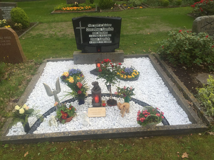 Grab nach der Beisetzung