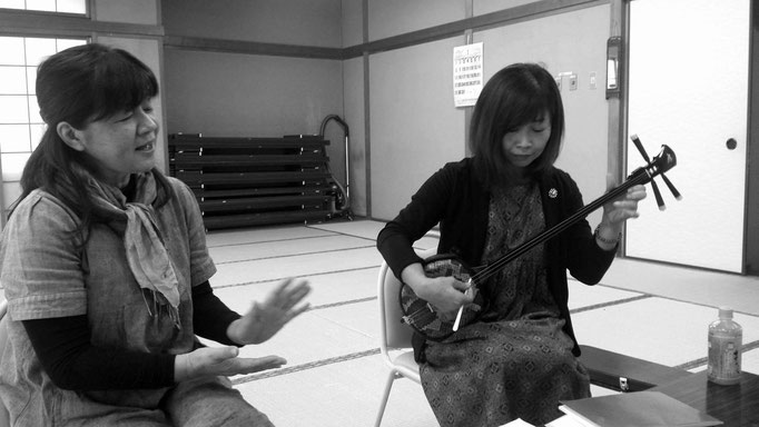 鹿児島本土で奄美大島の三線唄を伝承する「ほこらしゃの会」中心メンバー