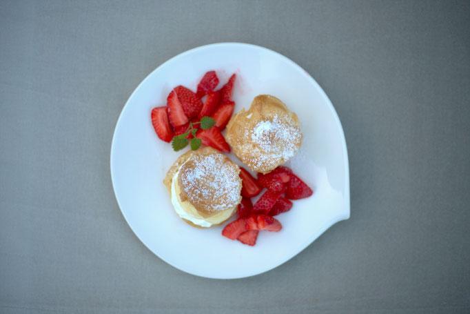 Mädchenvöllerei Pi mal Butter Foodblog Saarland Saarlouis Windbeutel Vanillecreme Erdbeeren