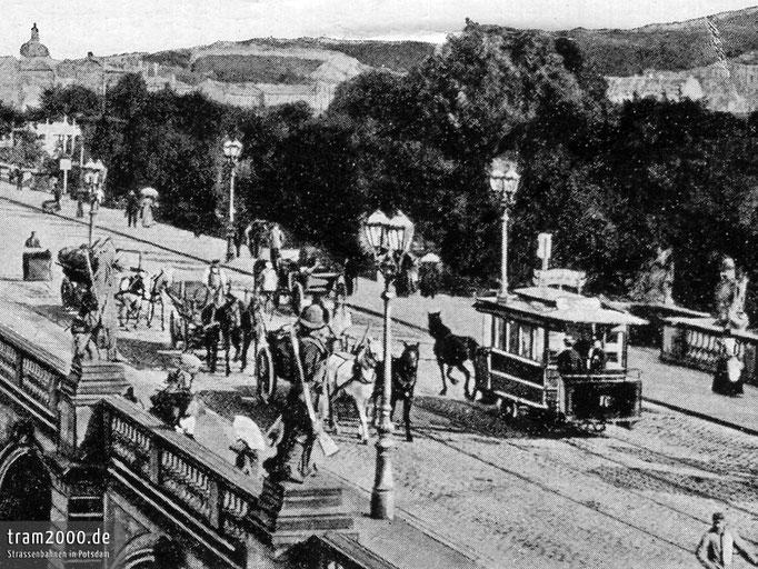 Wagen 16 der Potsdamer Pferdebahn auf der 1888 errichteten Langen Brücke
