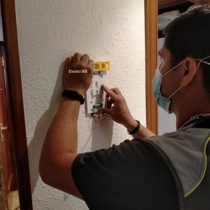 Colocamosel nuevo soporte a nivel con los conectores