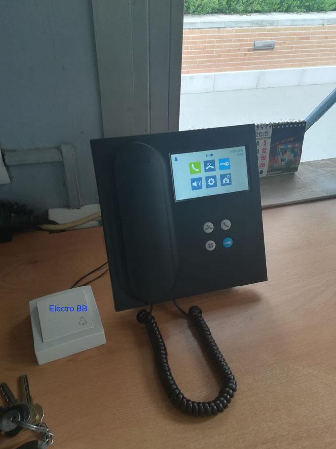 Nueva unidad de central de conserjería digital de sobremesa.