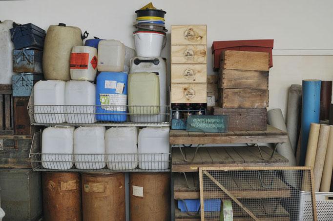 Kanister, Fässer, Kisten, Paletten