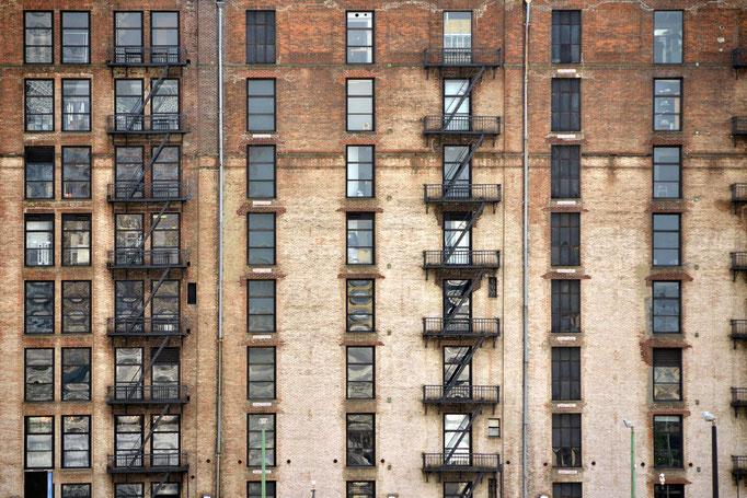 """<b>OFFICE BUILDING</b><br><a href=""""/app/module/webproduct/goto/m/m96b2f8a640a6de13"""" ; style=""""color:#49bfc0;"""" target=""""_blank"""">Disponible à la vente</b><alt=""""photographie d'art cadre photo achat facade newyork ville immeuble architecture fenêtres étages """""""