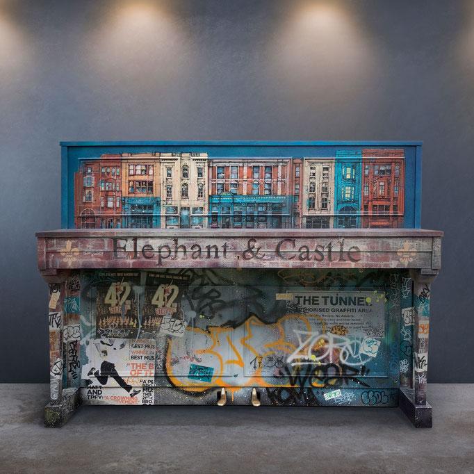 """<b>PIANO CUSTOMISÉ</b><br>Vendu<br><a href=""""https://www.graffmatt.com/peinture/2021/piano-customise"""" ; style=""""color:#49bfc0;"""" target=""""_blank"""">Voir les photos</a><alt=""""piano custom peinture sur piano graffé tagué streetart art contemporain"""">"""