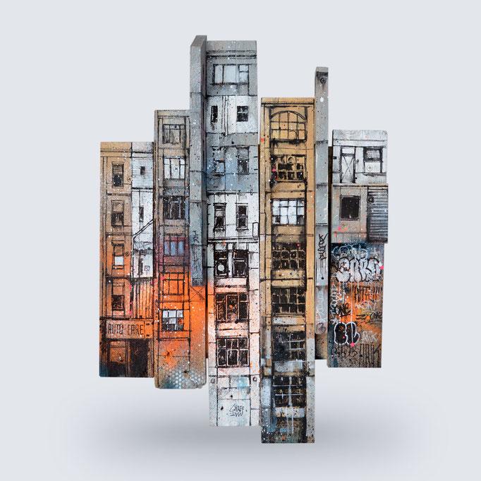 """<b>FRAGMENT URBAIN</b><br>58 x 40 cm<br><a style=""""color:#db6464;"""">Vendu</a><alt=""""sculpture urbaine art streetart urbain contemporain volume relief palette bois wood wooden pallet construction city buildings"""""""