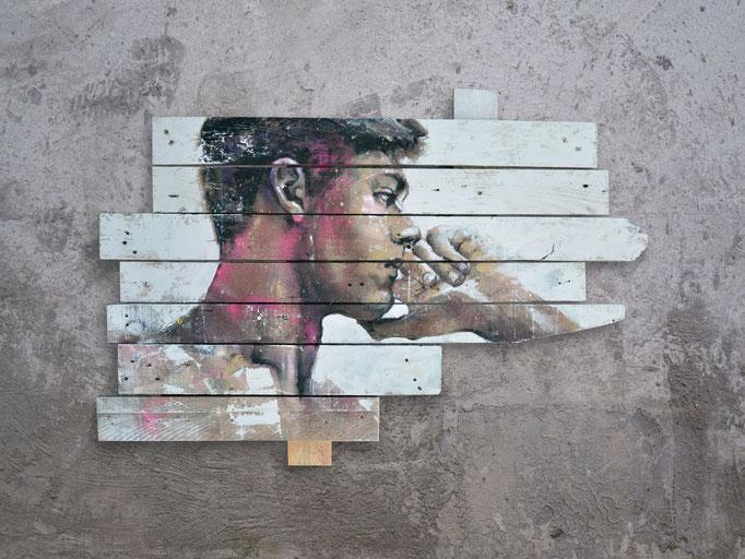 """<b>DANS MES SONGES</b><br>67 x 97 cm<br><a style=""""color:#db6464;"""">Vendu<alt=""""art tableau contemporain urbain portrait homme peinture bois palette streetart"""">"""