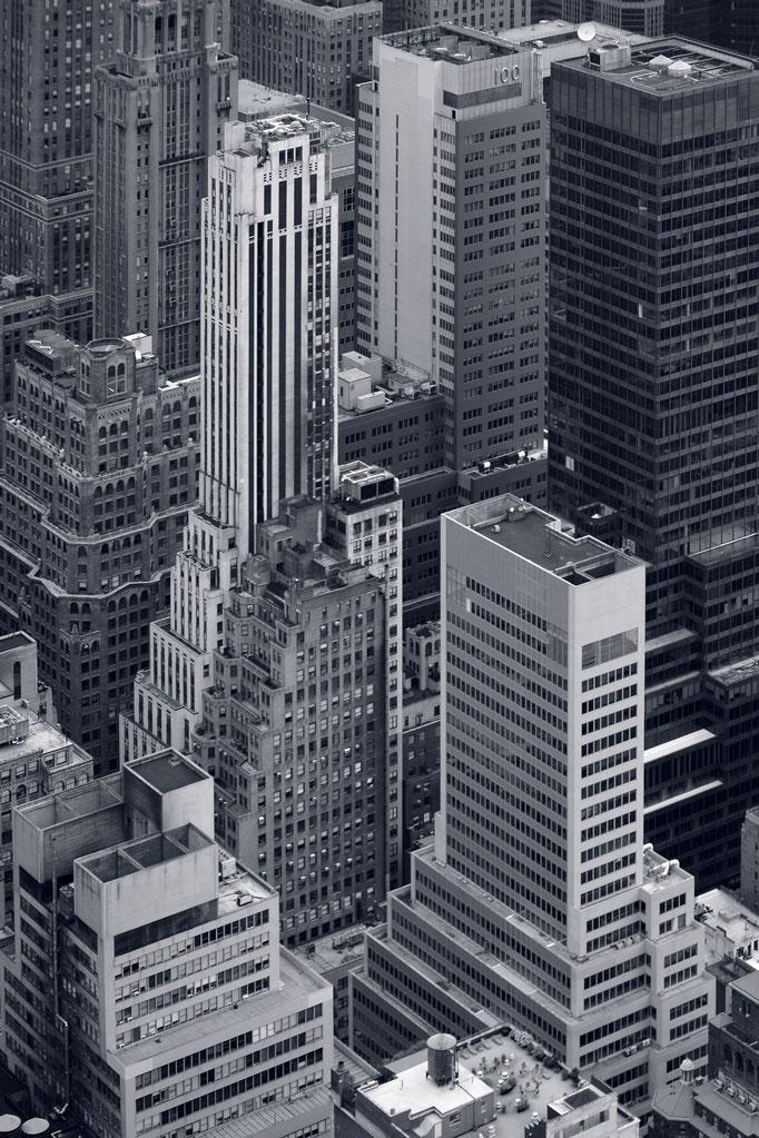 """<b>GOTHAM N°2</b><br><a href=""""/app/module/webproduct/goto/m/m5fcfccd279a9fe49"""" ; style=""""color:#49bfc0;"""" target=""""_blank"""">Disponible à la vente</b><alt=""""photographie d'art cadre photo décoration bureau architecte ville toits newyork gratte ciel buildings"""""""