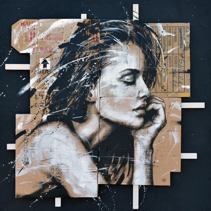 "<b>A MOMENT APART</b><br>100 x 100 cm<br><a style=""color:#db6464;"">Vendu</a> <alt=""art peinture portrait femme tableau contemporain support carton tasseau bois streetart graffiti acrylique graffmatt œuvre"">"