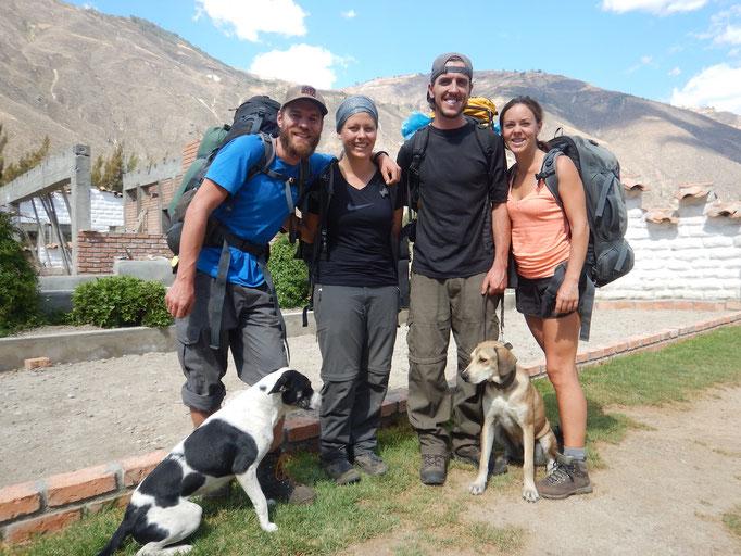 und geschafft! Eine super schöne Wanderung haben wir erlebt mit Dane, Penny und Wyatt (sein schwarz-weisser Kollege war nicht dabei)