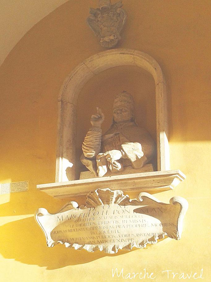 Montefano, Statua Papa Marcello II