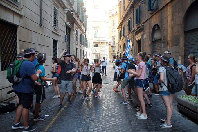 """Tanz auf der Straße beim """"Blinde Date"""""""