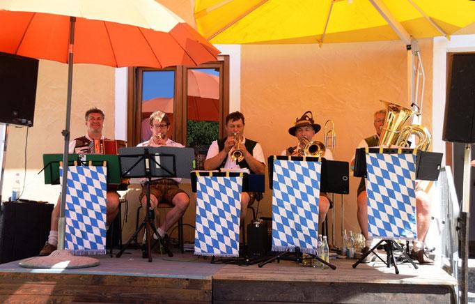 Die Züchmühler Musikanten spielten auf                 Foto: Hans Graml