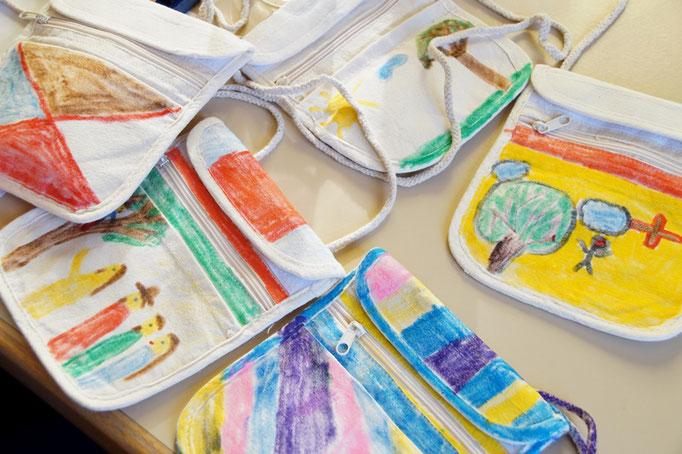 Die Kinder gestalteten Zachäus-Geldbeutel