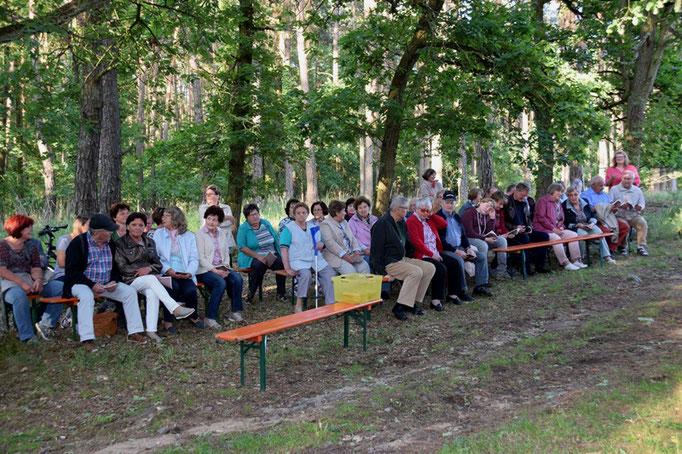 """Aus beiden Pfarreien waren Gäubige zur Kapelle """"zum heiligen Kreuz"""" gekommen"""