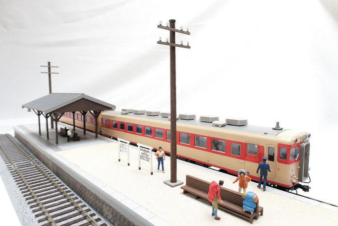 駅構内にある電柱をモデルにしました。