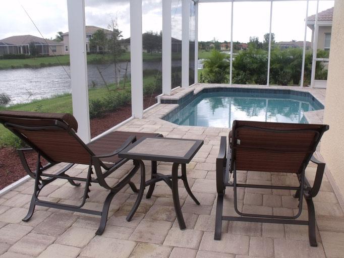Pool und Terrasse