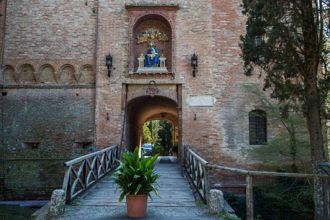 Der Eingang ist auch Ausgang vom Kloster