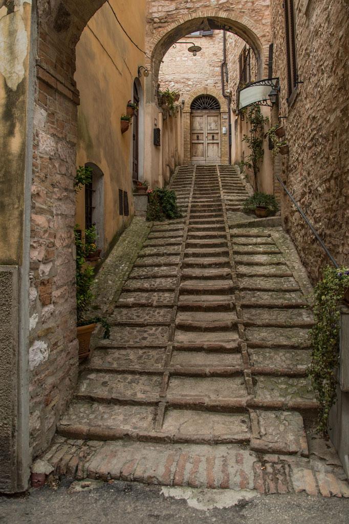 Oft endlose Treppen, die zu den Häusern führen.