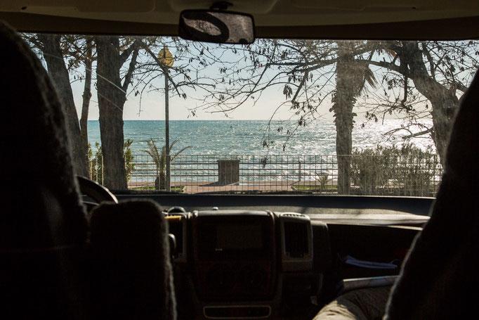 Mein Übernachtungsplatz in Monasterace Marina; die Aussicht fast wie bei Camping an Bord.