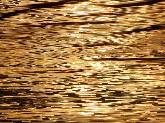Ich sehe die Sonne und eine große Ruhe über allen Dingen. Ich sehe die Schönheit der Natur. Ich sehe nichts. Ich sehe Löcher. Ich sehe Dimensionen von Ungewußtem, Unbewußtem.
