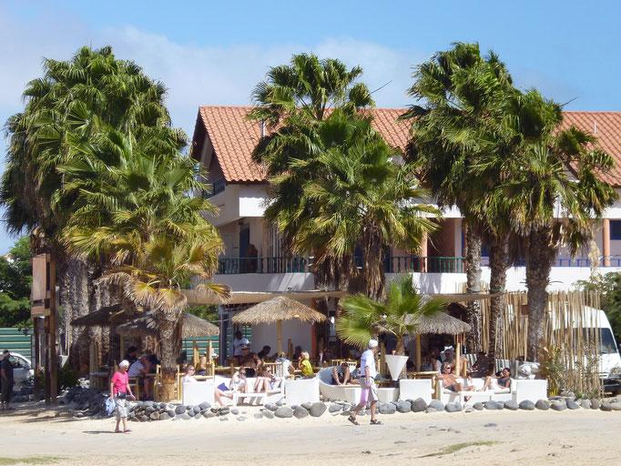 Bar Palm Beach am Strand von Santa Maria. (C) Bubig & Neumann Kreativ-Verlag GbR.