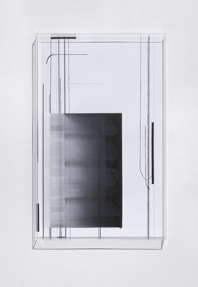 Saum, 2018, Tusche/Tape Zeichnung, C-Print auf Kozopapier, 90 x 60cm