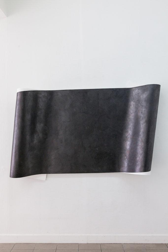 Wanda Stolle · Flogra, Grafit, Leinöl, Kreidegrund auf Holz, ca. 130 x 200 x 33 cm, 2016