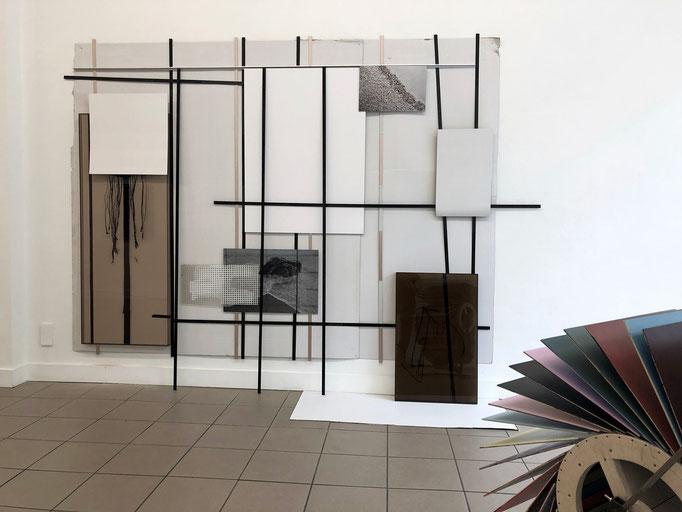 "Harriet Groß ""Gischt"" 2019, Installation, diverse Materialien, ca. 220 x 270 x 40 cm"