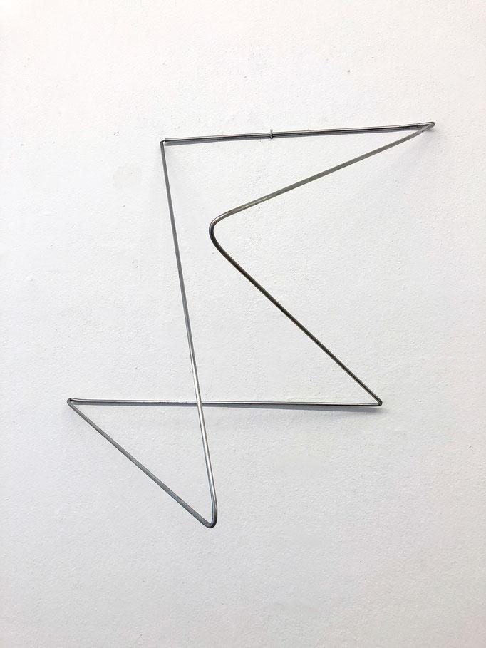 """Antje Blumenstein """"folded 04"""" 2018, Alurundstab gefaltet, ca. 60 x 40 x 40 cm"""