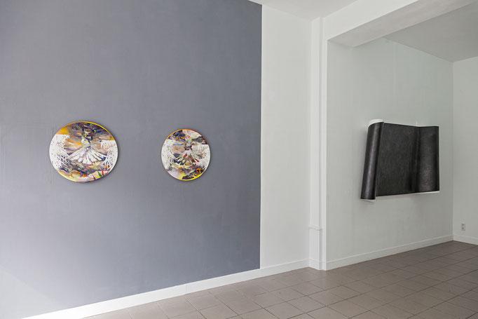 Matthias Moravek · Tambora II & I, Öl auf Leinwand, 2017 | Wanda Stolle · Flogra, Grafit, Leinöl, Kreidegrund auf Holz, 2016