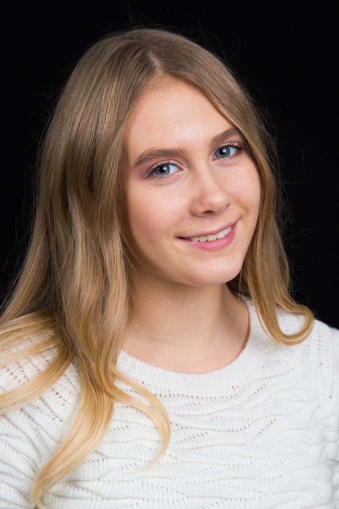 Adriana S. - Model