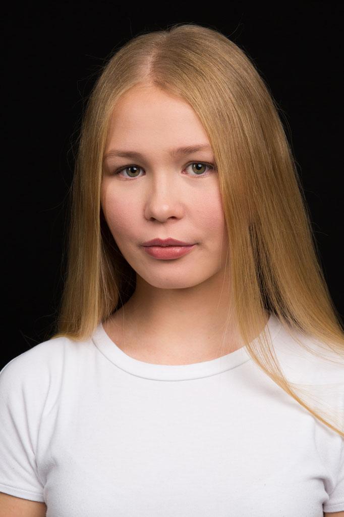 Michelle S. - Model