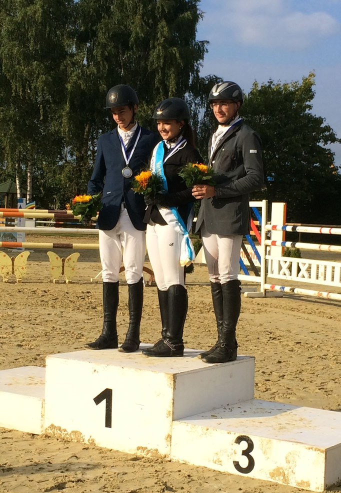 Verbandsmeisterin Springen Junioren Lena Schmid