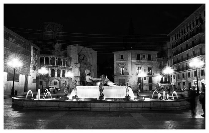Plaza de la Virgen by night, Valencia 2011
