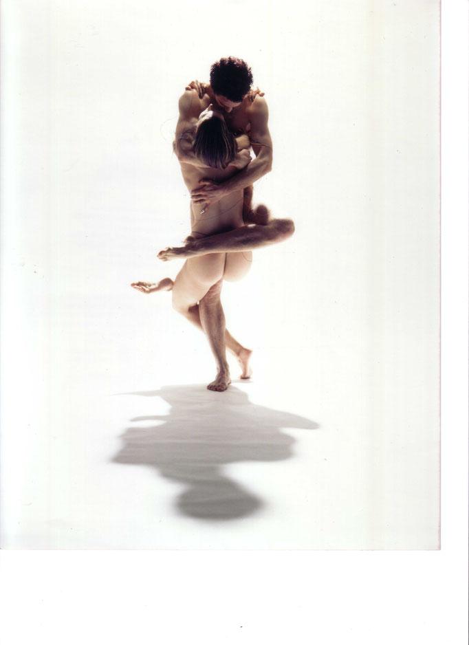 photo : Michael Slobodian | dancers : Pamela Newell and a dancer