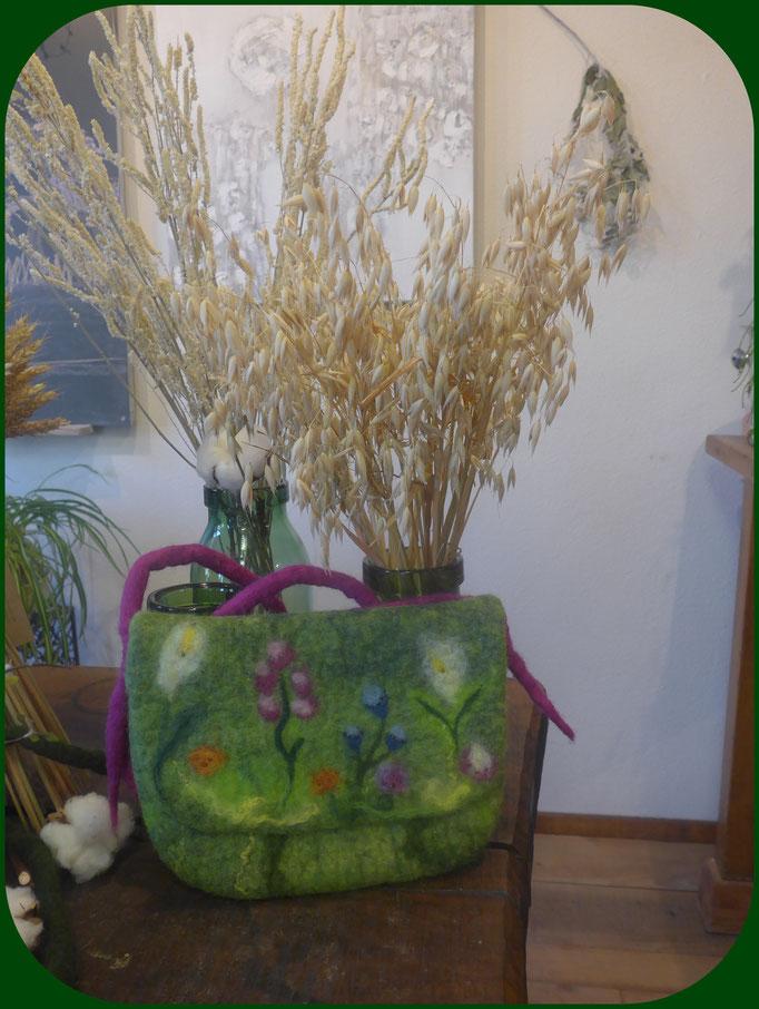 Blumenwiese 54 Fr. grosse Kindergartentasche mit Perlenverziehrung