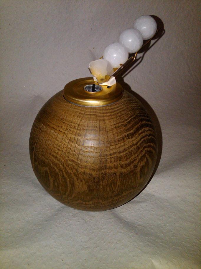 Eichenkugel mit Parafinkugelbrenner, Holz mit Amoniak geräuchert (D=13,5 cm)