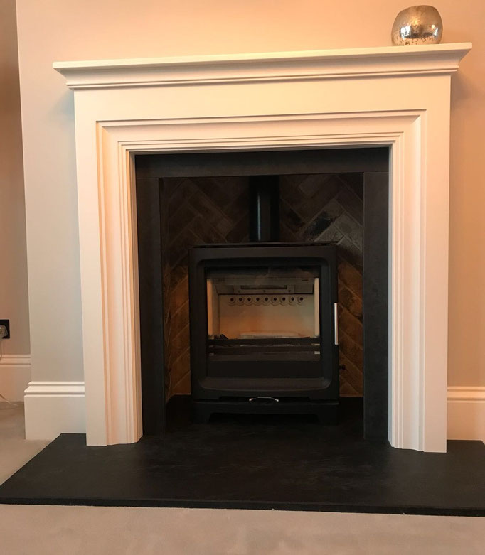 London Weathered Yellow fireplace chamber in Herringbone pattern