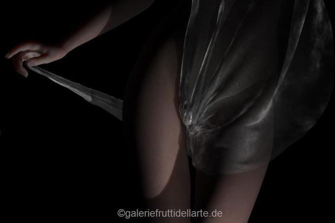 Kunst Aachen, Galerie Frutti dell'Arte, Akt mit Tuch von vorne 6