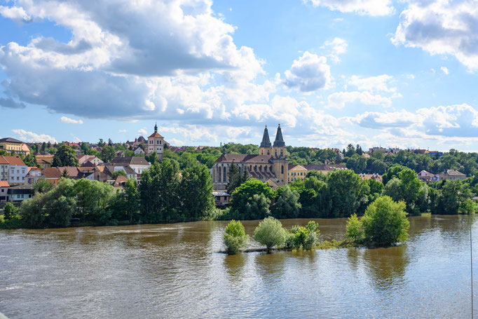 Die Elbe trägt fast Hochwasser in  Roudnice nad Labem