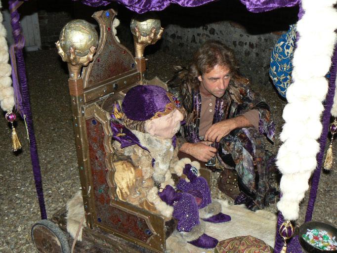 Perceval, artiste prestidigitateur et le Vieux Sage renferment plsu d'un tour magique dans leur besace