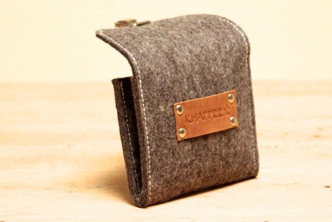 Lederlogo braun, kleiner Geldbeutel aus Wollfilz 100% Wolle, ohne Plastik, biologisch abbaubar, in Deutschland handgefertigt