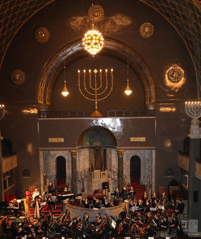 Feygele mit dem Kammerorchester Maria Stern in der Synagoge Augsburg - Copyright (C) Feygele 2015.