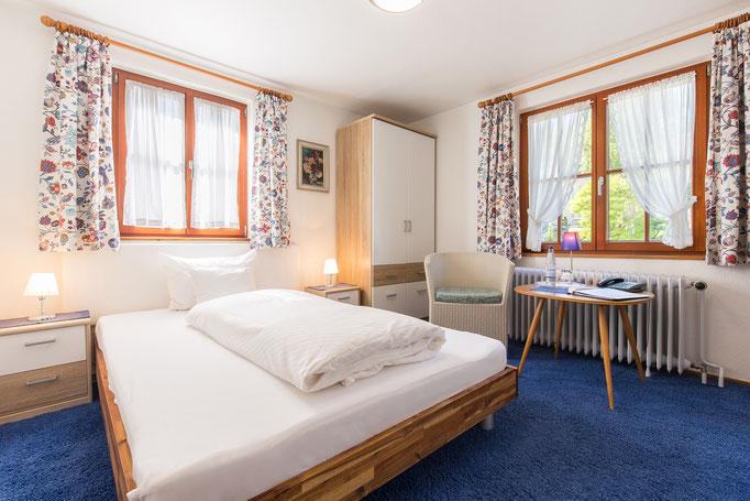 Einzelzimmer mit Waldblick