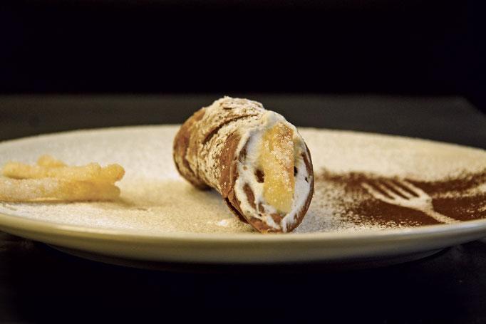 Pozzo Bianco - Birreria con cucina - Bergamo - Città Alta - Cannolo Siciliano farcito con ricotta di capra, arance BIO candite e gocce di cioccolato - Home Made