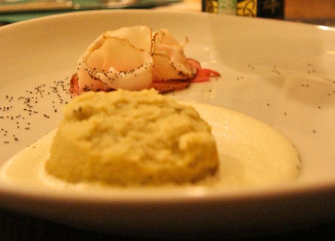 Pozzo Bianco - Birreria con cucina - Bergamo - Città Alta - Lardo ai semi di lino accompagnato da polenta su letto di crema di formaggi - Home Made