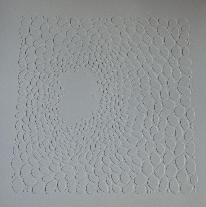 blanc sur blanc #1 • Scherenschnitt 2016 • Aquarellkarton, MDF-Platte, Magnete • 84 x 86 x 2 cm