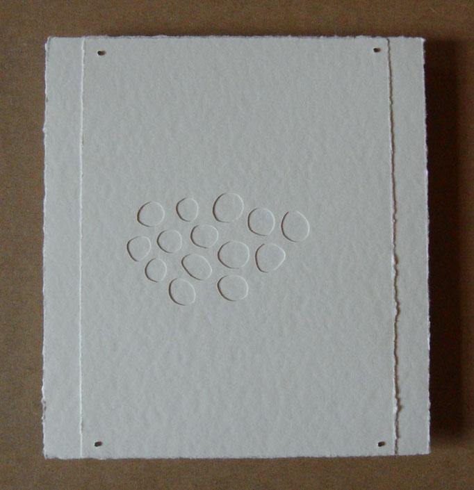 blanc sur blanc • Scherenschnitt 2016 • Aquarellkarton, Magnete • 27 x 25 cm