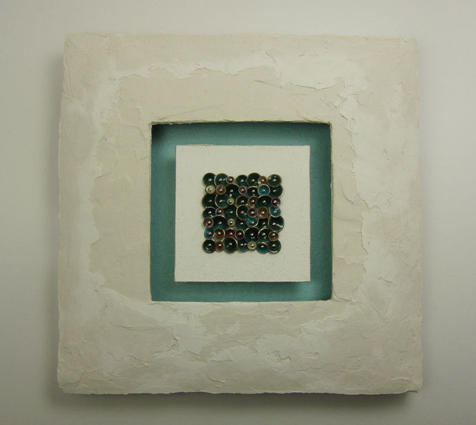 dropped in green • Wandskulptur 2009 • Silber, Emaille, Gips, Holz, Pappe, Acryl, Leinwand, Edelstahl • 17 x 17 x 2,5 cm